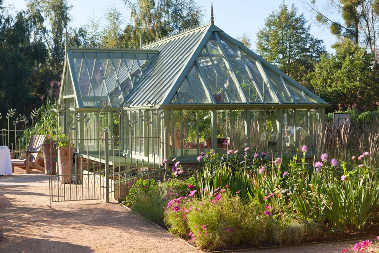 Et attraktivt frittstående drivhus i Sussex Emerald