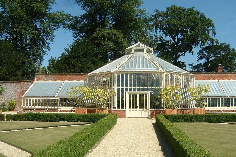 """Et syvkantet tropisk drivhus med trekvart """"span"""" sone"""